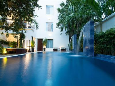 La Rose Suites Hotel