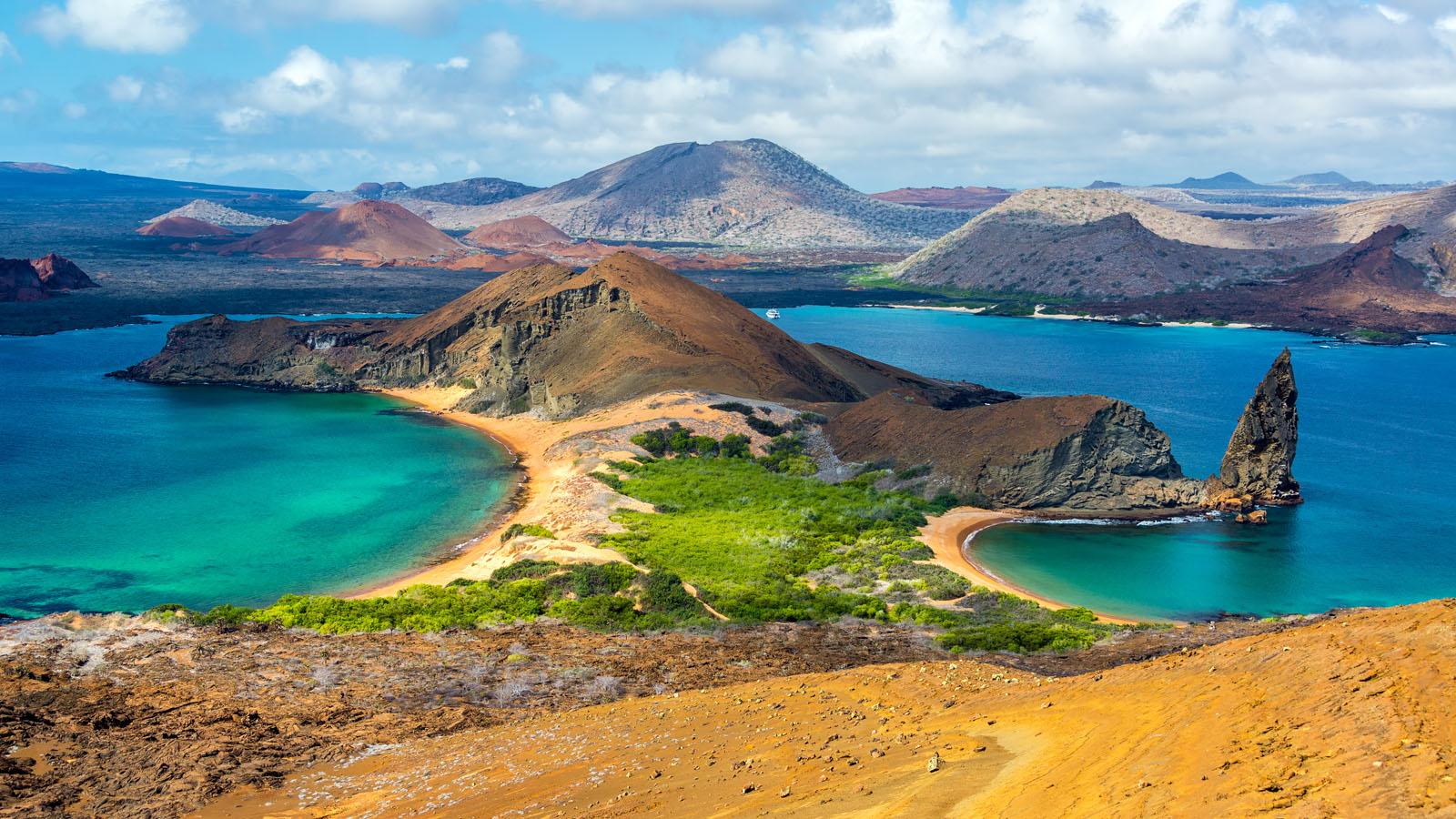 Galapagos Explorer: La Pinta Yacht Cruise