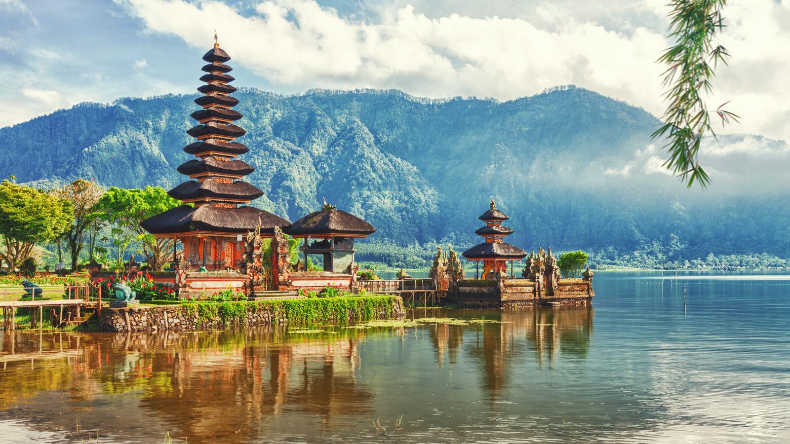 Discover Indonesia: Borneo, Java & Bali